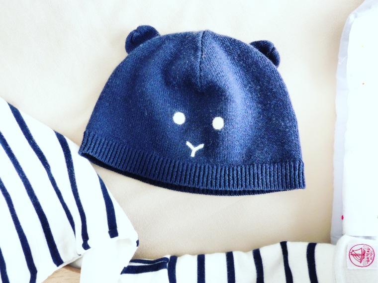 Très important, le bonnet bien chaud pour protéger la tête de Paul du froid