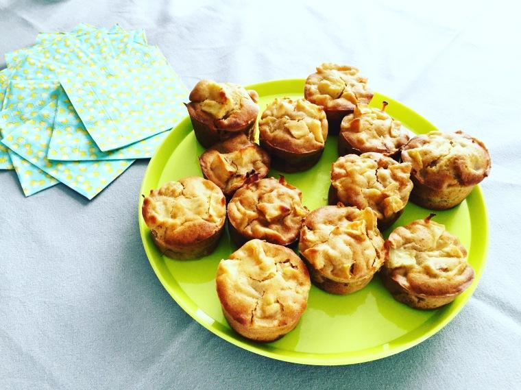 En ce lundi de Pentecôte, muffins pomme-cannelle d'après une recette de chez Marlette !