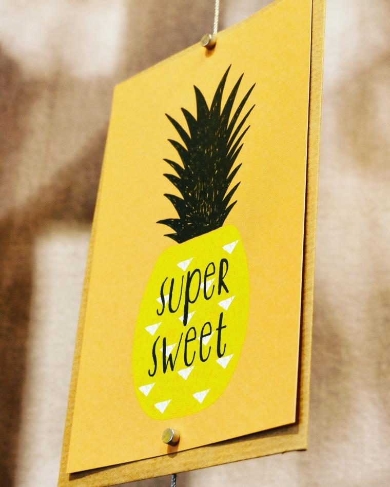 Mignonne, la carte postale Ananas